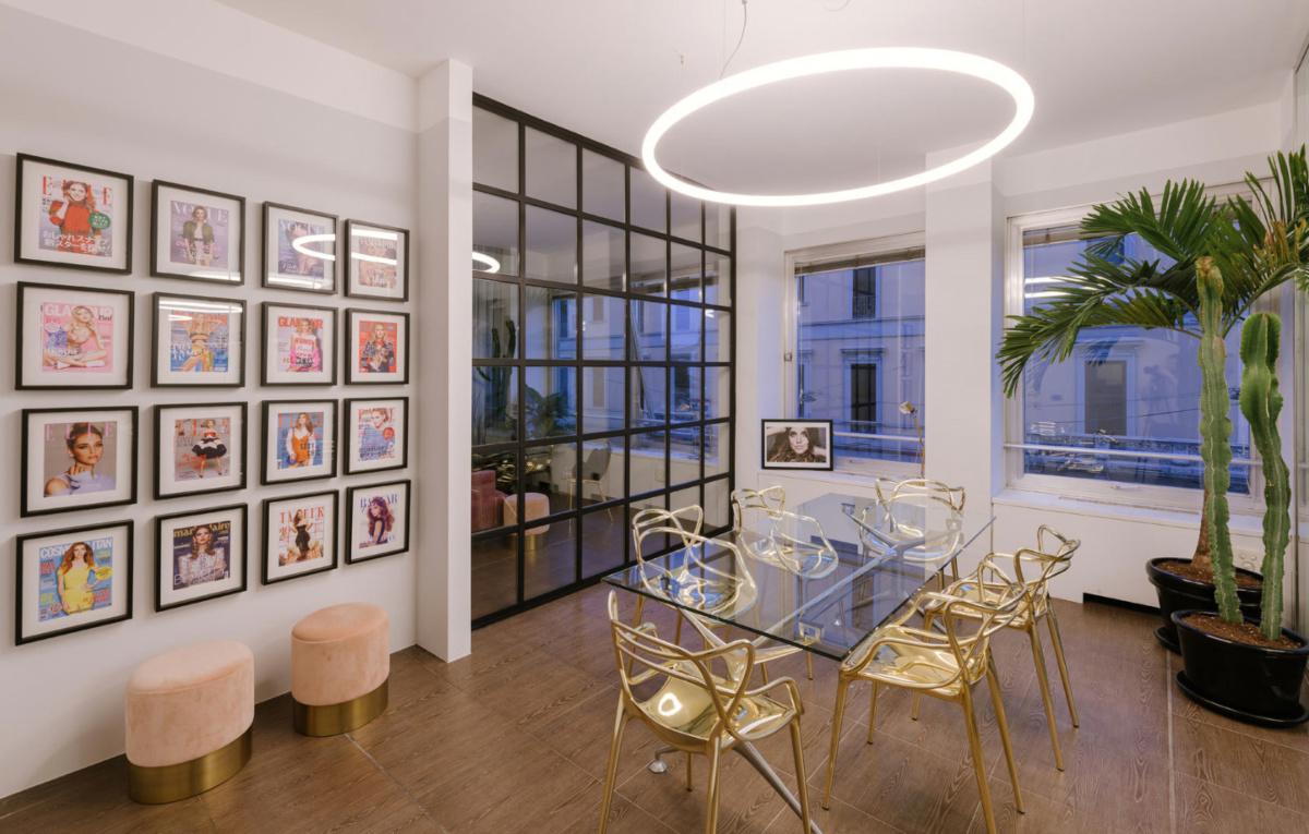 современные обои, дизайнерские обои, модные обои, модный интерьер, интерьер офиса, топ объект, topobject, top object, artemide, wall and deco, итальянский дизайн, дизайн интерьера, розовый интерьер, серый интерьер, серый цвет в интерьере, серо розовый, освещение, итальянские светильники, итальянские обои, подвесной светильник, обои калининград, светильники калининград, купить обои, торшер