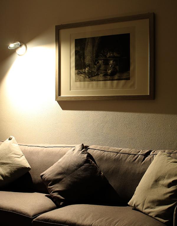 Стильный бра, стильный настенный светильник, настенный светильник, дизайнерский бра, дизайнерский настенный светильник, бра из Италии, итальянский бра, настенный светильник из Италии, итальянский светильник, светильники из Италии, итальянское освещение, дизайнерское освещение, итальянский стиль, светильник в гостиную, светильник в спальню, бра в гостиную, бра в спальню, приятное освещение, оригинальный светильник, минимализм, стиль минимализм, Artemide, Artemide Demetra Faretto