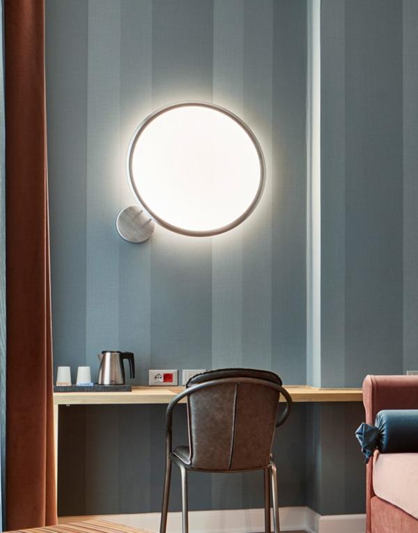 Стильный бра, стильный настенный светильник, настенный светильник, дизайнерский бра, дизайнерский настенный светильник, бра из Италии, итальянский бра, настенный светильник из Италии, итальянский светильник, светильники из Италии, итальянское освещение, дизайнерское освещение, итальянский стиль, светильник в гостиную, светильник в спальню, бра в гостиную, бра в спальню, приятное освещение, оригинальный светильник, artemide, светильники artemide, artemide discovery