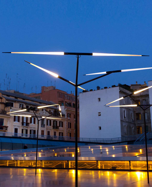 Уличный светильник Luceplan Javelot Macro, уличный светильник, напольный светильник, потолочный светильник, настенный светильник, итальянское освещение, светильники из Италии, уличный светильник из Италии, стильный уличный светильник, стильный светильник, дизайнерские светильники, дизайнерское освещение, итальянский стиль, ландшафтный дизайн, ландшафтное освещение, ландшафтные светильники