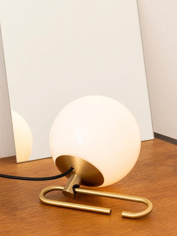 Настольный светильник Artemide nh, современное освещение, мягкое освещение, современный интерьер, современный стиль, светильники Artemide,итальянский светильник, светильники из Италии, итальянское освещение, дизайнерское освещение, итальянский стиль, светильник в гостиную, светильник в спальню, купить светильник калининград