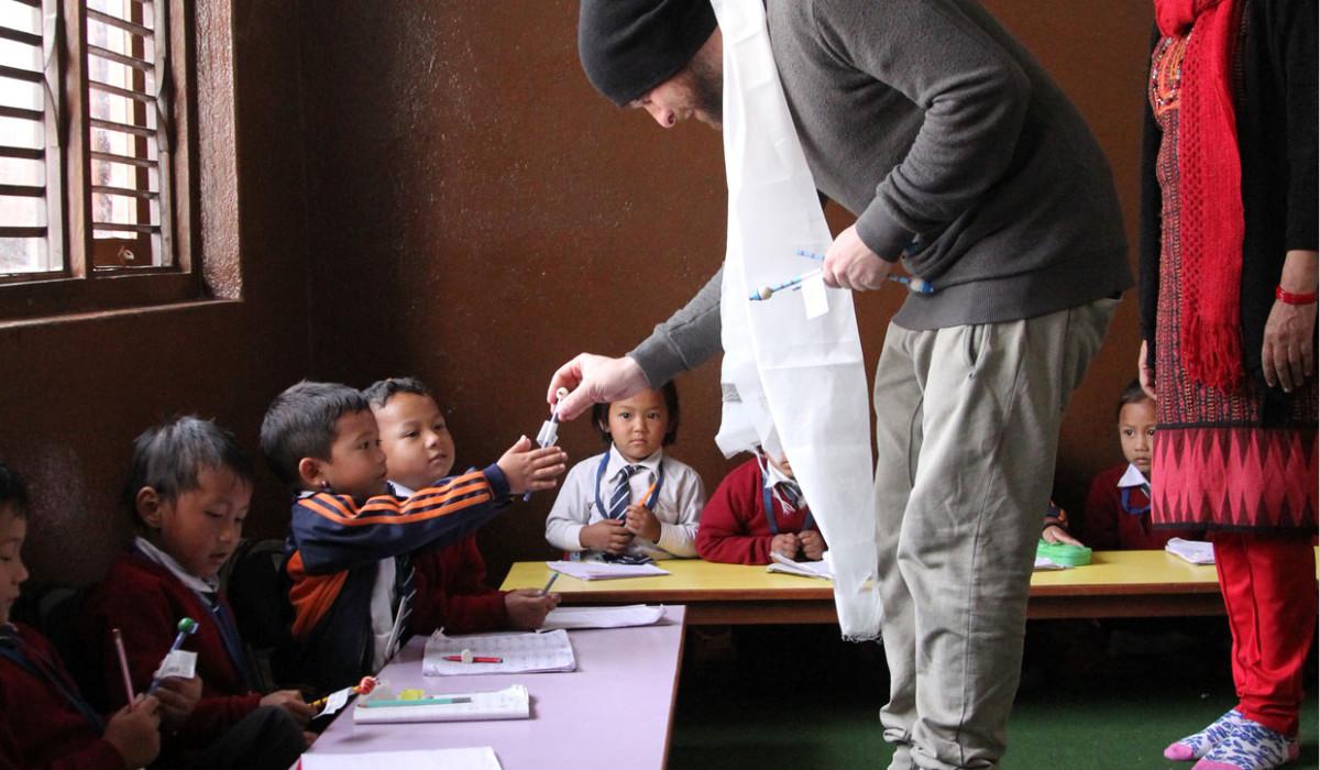 ковры, итальянские ковры, cc tapis, cctapis, cc-tapis, дизайнерские ковры, благотворительность, итальянская компания, дизайнерский интерьер, ковры ручной работы, ковры на заказ, ковры из натуральных материалов, ручное производство, непальские дети, помощь детям