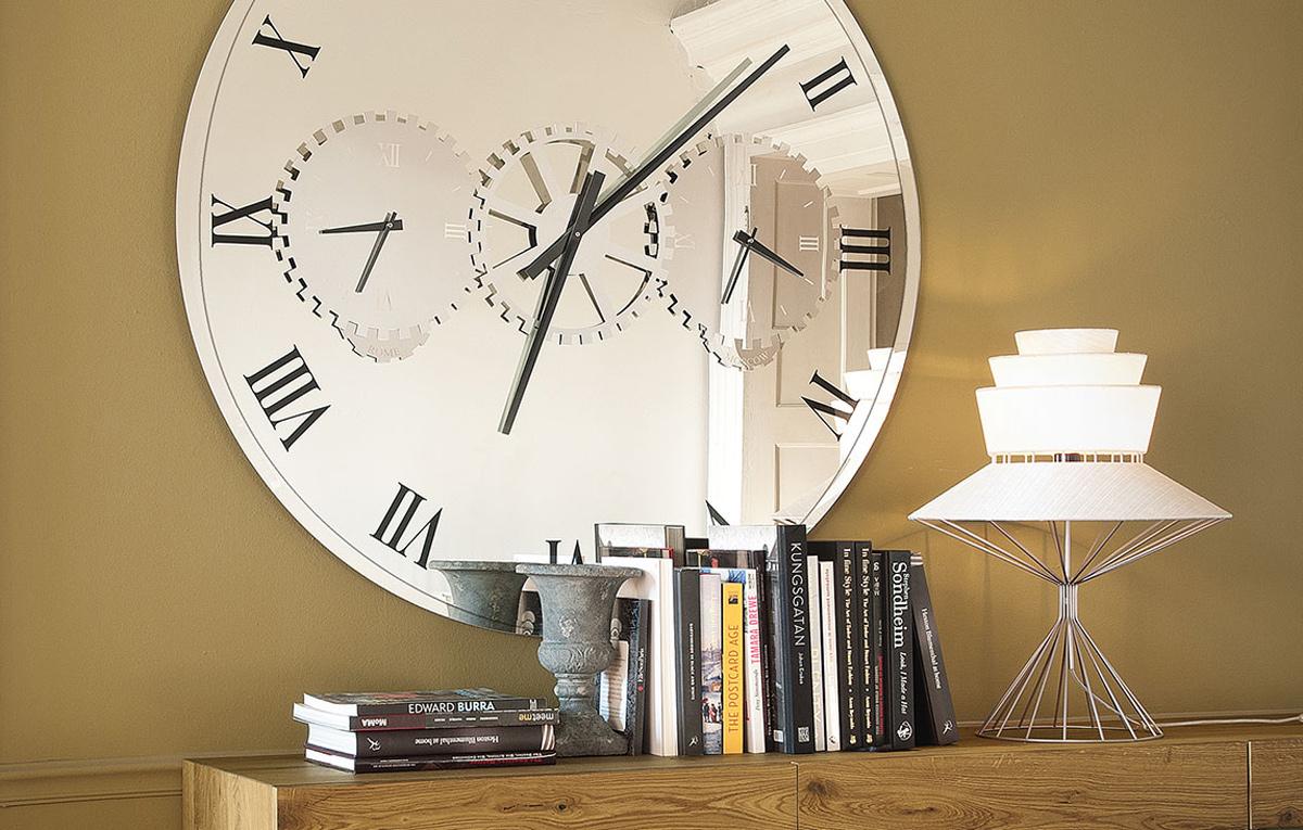 Часы в зеркале картинка