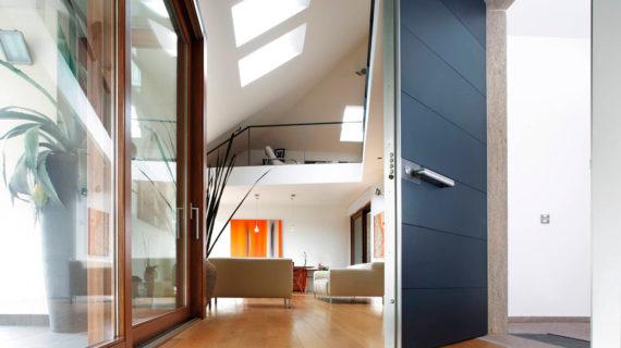 Входные двери Oikos в частной резиденции в пригороде Милана