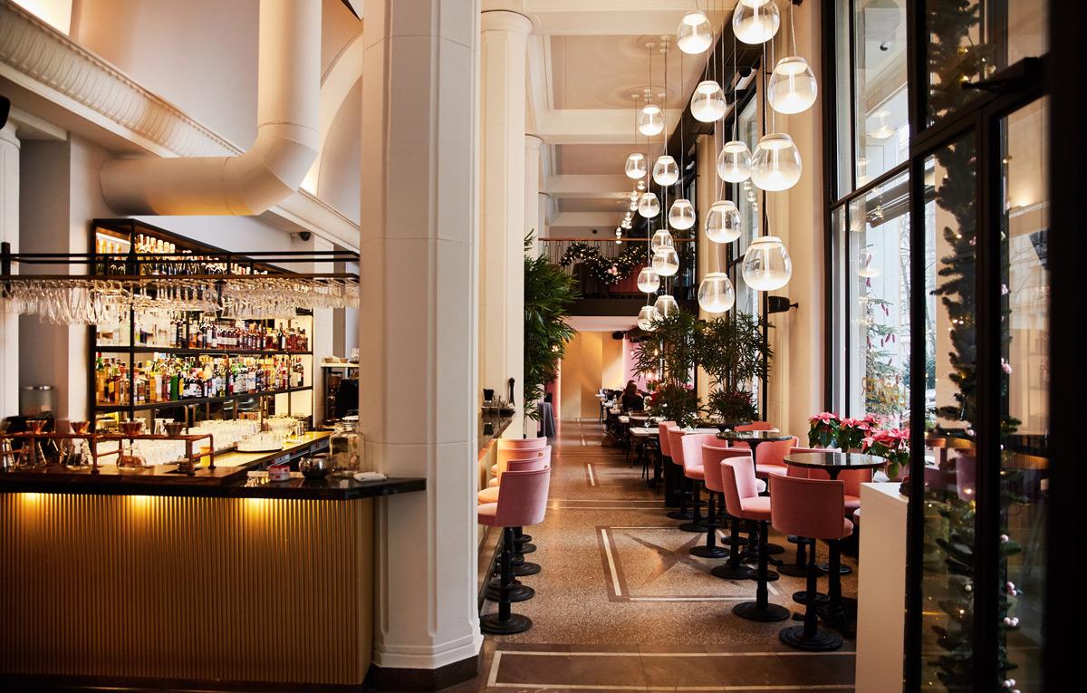 Светильники Artemide в интерьере ресторана Pink Lobster, Варшава
