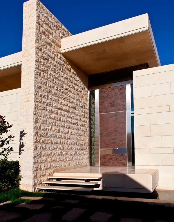 Oikos, двери Oikos, Oikos Калининград, купить двери Oikos, бренд Oikos, входные двери, входные двери Oikos, входные двери Калининград, купить входные двери, металлические входные двери, защита от взлома, двери с защитой от взлома, современные входные двери Калининград, современный дизайн, стильные двери, двери в интерьере, итальянское качество, итальянские двери