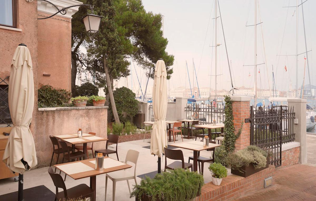 Мебель от Midj в кафе на острове Сан-Джорджо Маджоре, Венеция