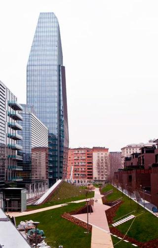Входные двери Synua от Oikos в многофункциональном комплексе в Милане